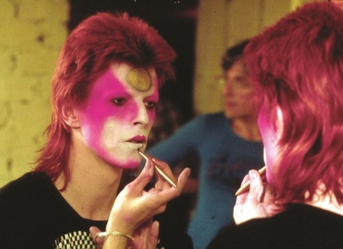 Bowie beating his face